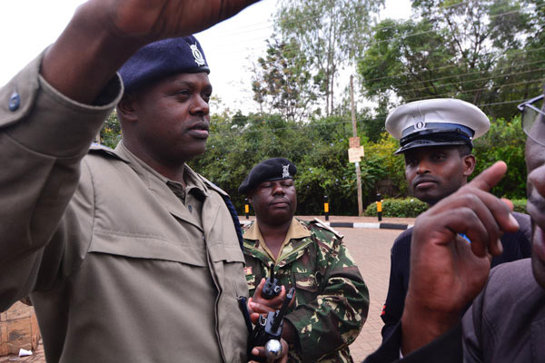 Kenyan police arrest two men with bombs