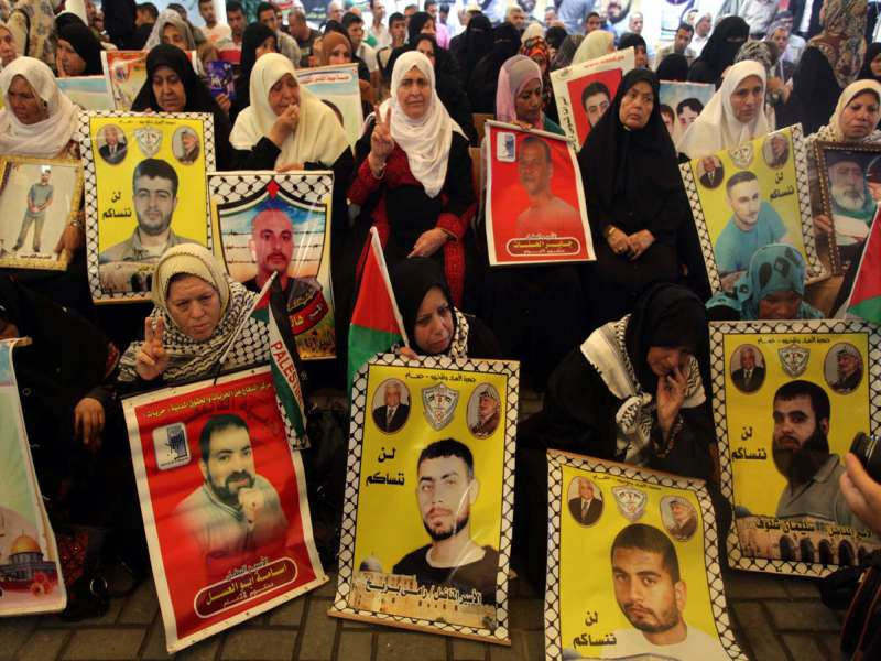30 prisoners to be freed by Israel this month