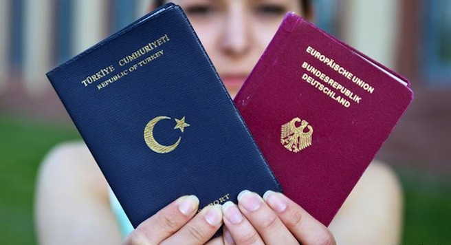 Turks in Germany want to keep Turkish citizenship