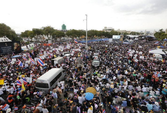 Thai PM rules out resigning as protesters move to oust him