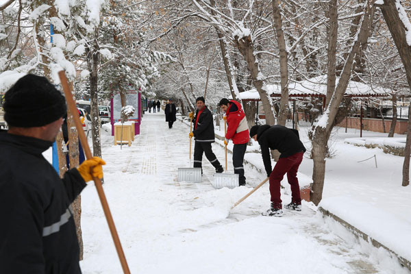 One dead as record snowfall hits Moscow