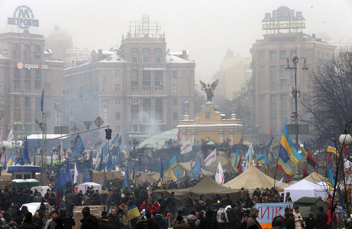 Ukraine president heckled by relatives of Maidan dead