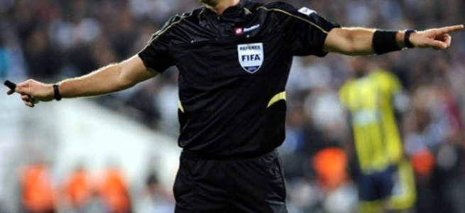 'Rabia sign' causes predicament for Egyptian referee