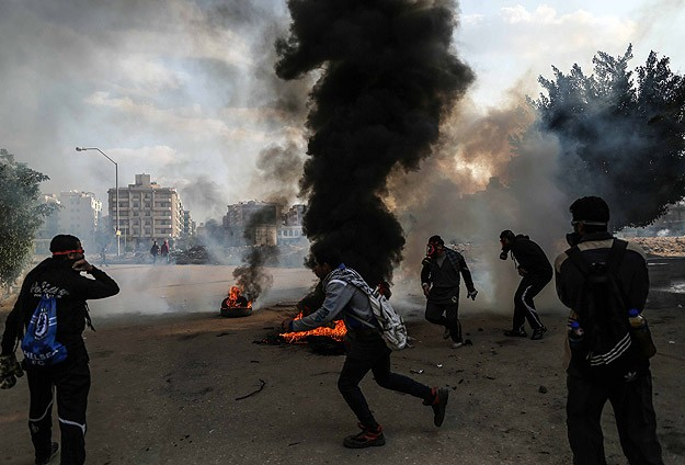 6 killed in Egypt clashes, scores arrested