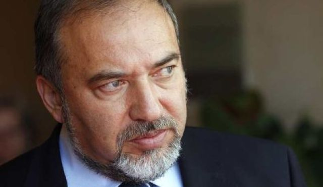 Offer Israeli Arabs money to move to Palestinian state -Lieberman