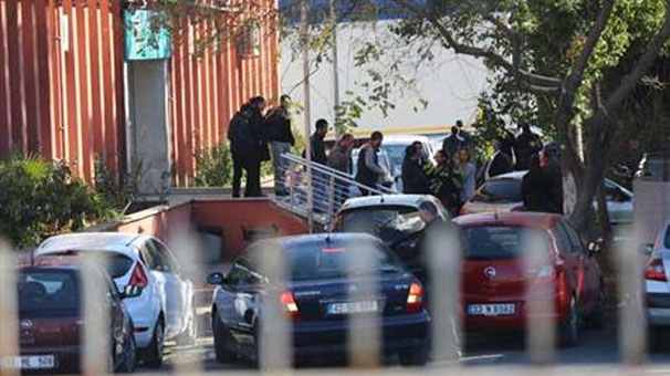 Bomb attack wounds 2 police officers in southern Turkey