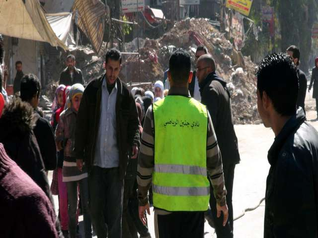 Fighting in Damascus district halt aid to Palestinians
