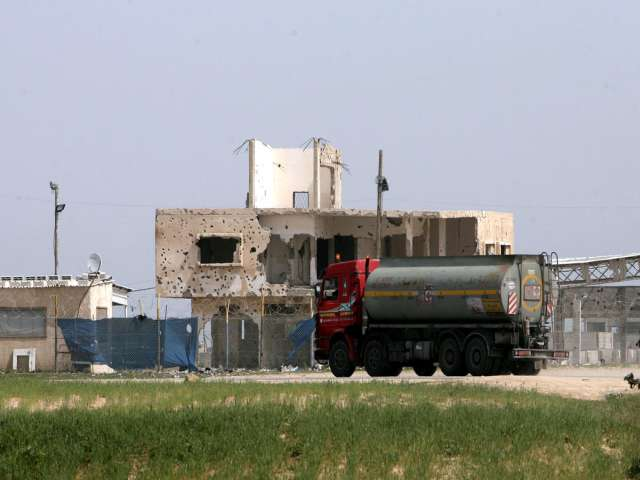 Israel reopens Gaza commercial crossing