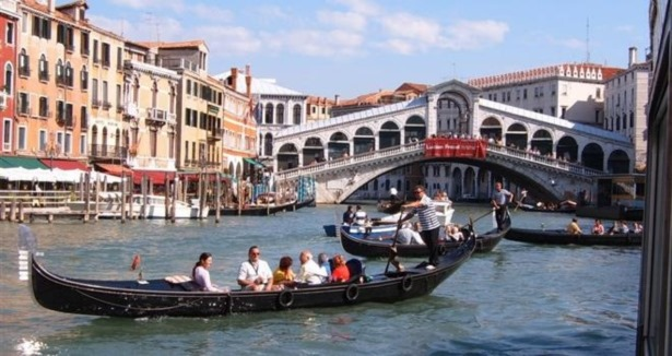 Racist taunts as African refugee drowns in Venice