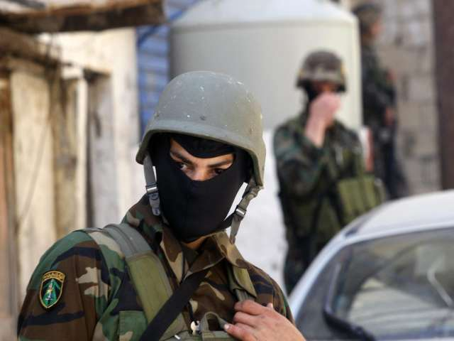 Lebanese army disperses youths protesting near border town