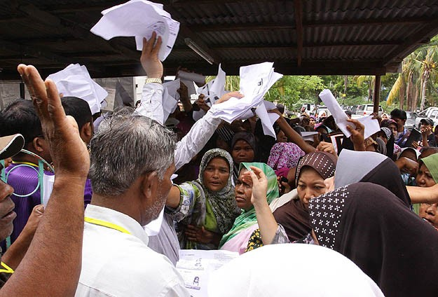 Myanmar gives citizenship to 209 displaced Muslims