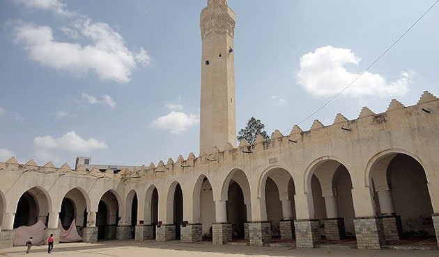 Historic mosque in Yemen at risk of collapse