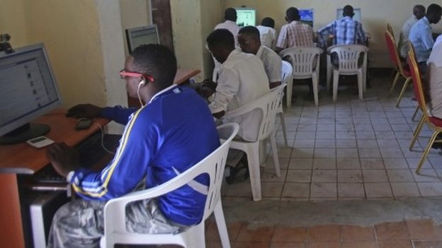 Somalis in Mogadishu connect to high-speed internet