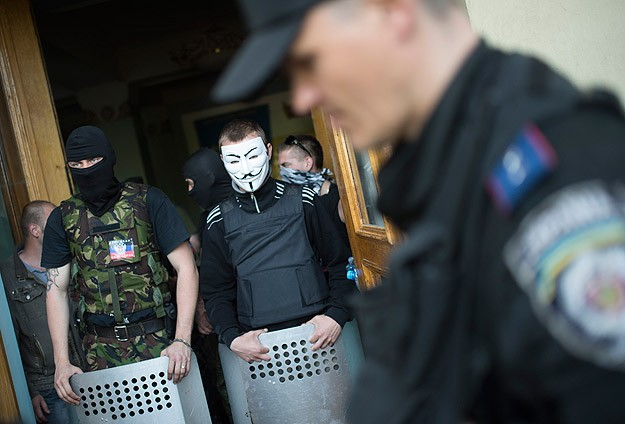 Ukraine president ready for talks if rebels lay down arms