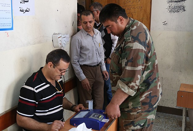 Maliki struggles for third term, Kurds fight out internal rivalries in Iraq vote