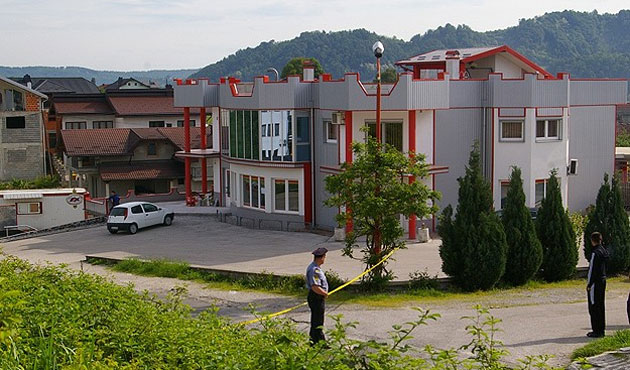 Explosion at Bosnian disco wounds 32
