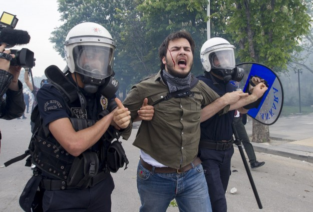 Protests in Istanbul, Ankara after Turkey coal mine fire