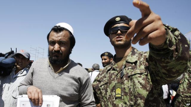 U.S. releases 10 Pakistanis from Afghanistan's Bagram prison