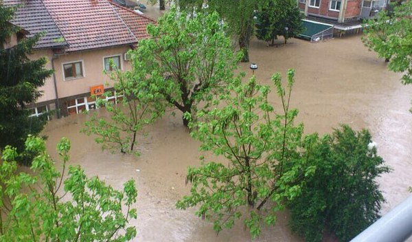 More than 20 dead, thousands evacuated in Balkan floods