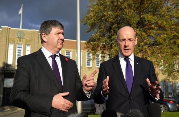 UK to offer Scotland talks on more powers after referandum