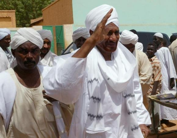 Sudan intelligence says to sue opposition leader