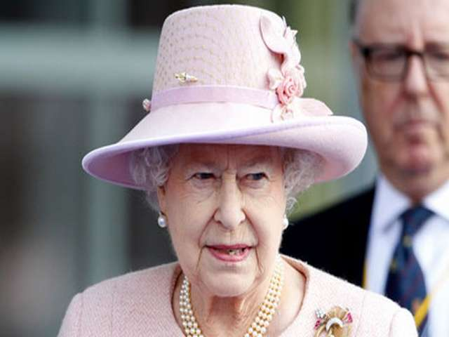 British queen urges Scots to 'think carefully'