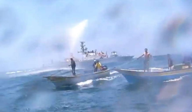 Israeli navy fires on fishing boats off Gaza coast