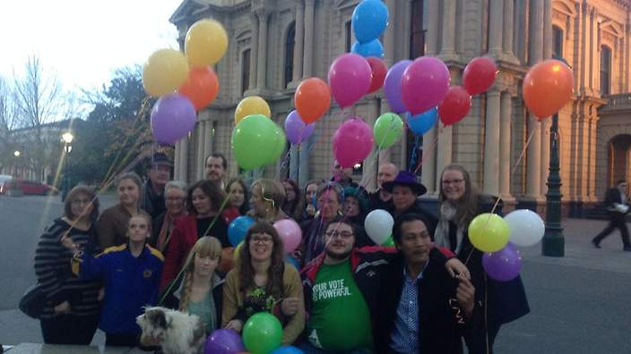 Coloured balloons challenge Australia anti-mosque protests