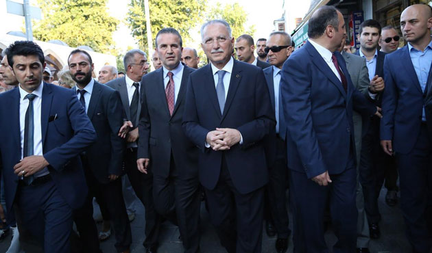Turkish presidential candidate donates to rivals' campaign funds