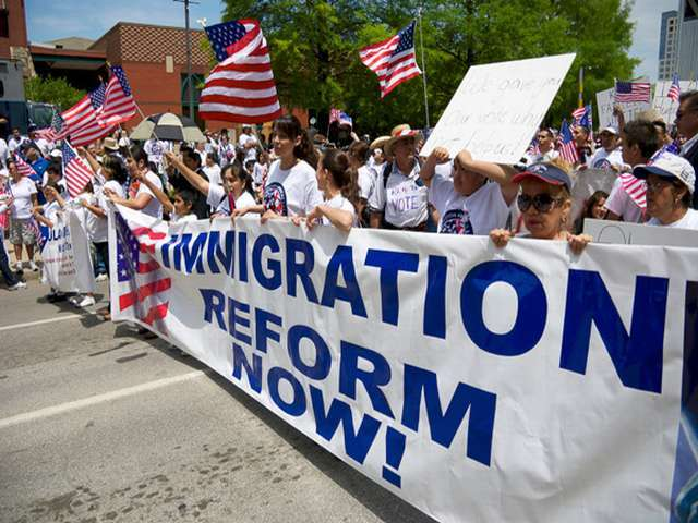 Obama delays acting on immigration until elections