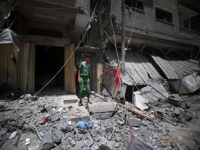 Israel uses banned weapons in striking Gaza: Official