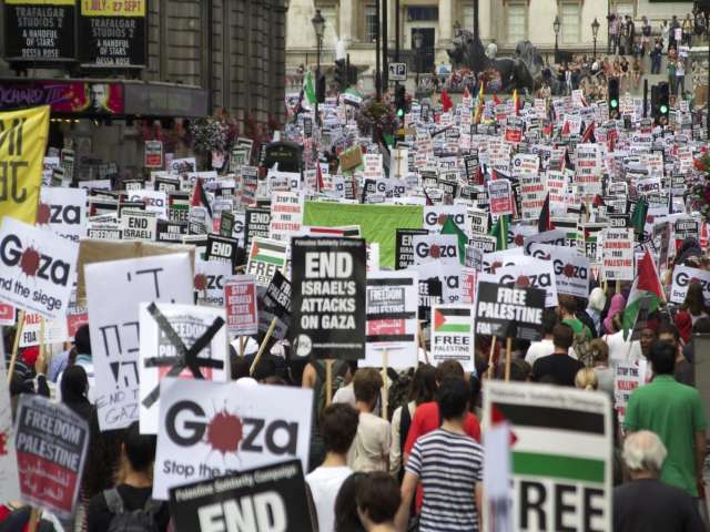 100,000 people march in London in support of Palestine