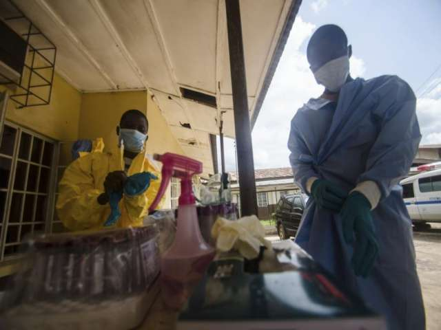 Ebola lockdown begins in Sierra Leone capital