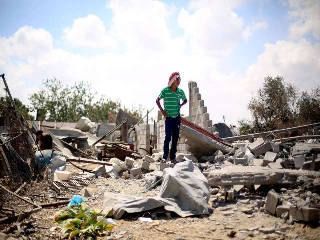 Trapped in Gaza, young people dream of a better life