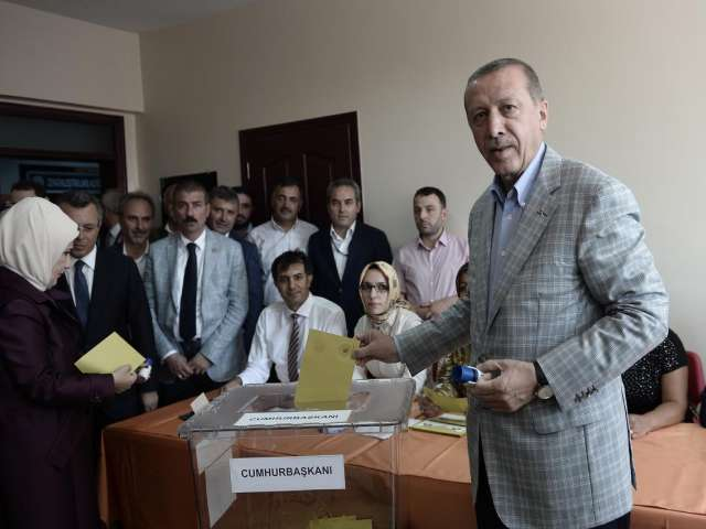 Presidential candidates vote in Turkish poll -UPDATED