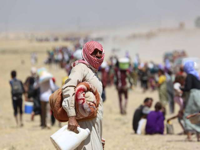 10,000 flee homes in Iraq, number expected to rise