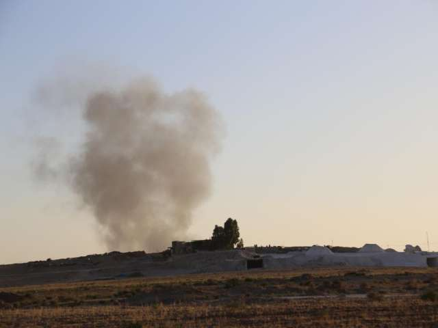 Air strikes hit oilfields and ISIL bases in Syria