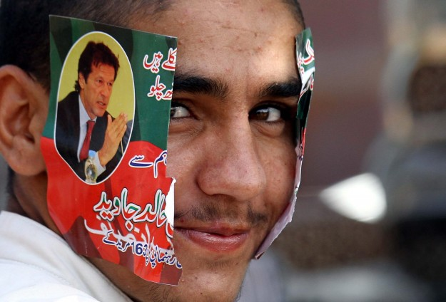 Pakistan's Supreme Court summons protest leaders Khan and Qadri