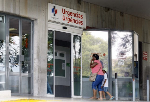 Ebola 'out of control,' wealthy nations must send medical teams