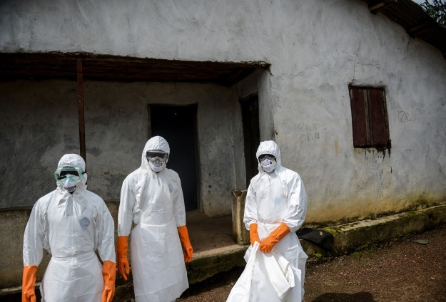 Sierra Leone Ebola team attacked despite lockdown