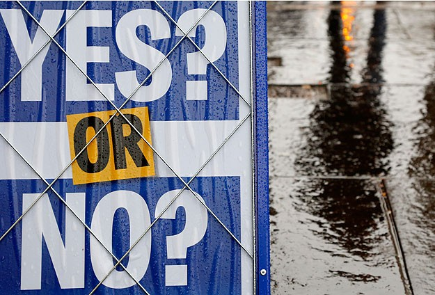 Thousands of Scots undecided on eve of referendum
