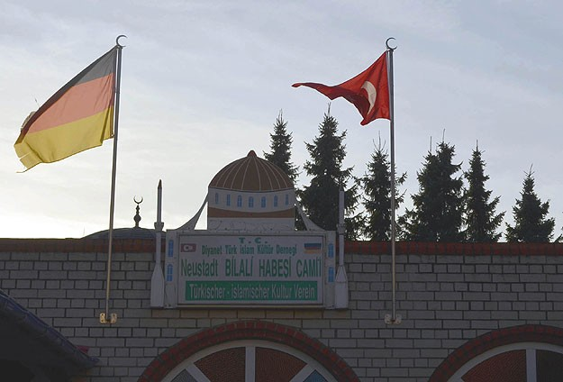 Mosques open doors to non-Muslims in Germany