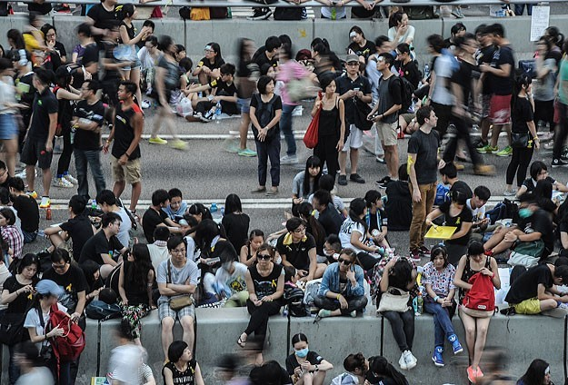 Hong Kong answers students' call to return to streets