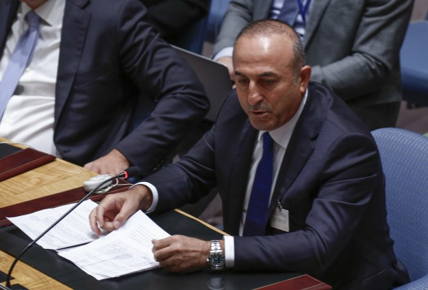 Turkish minister: No arms to civilians fighting ISIL