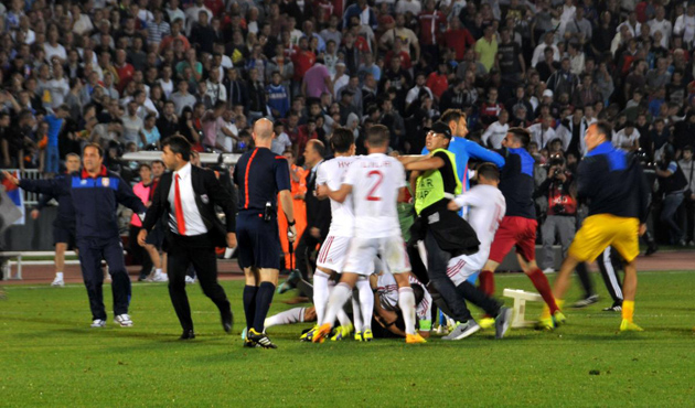 Crowds herald Albania match with Serbia abandoned /PHOTO