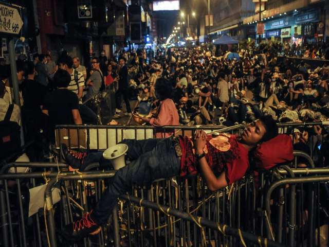 Thousands gather on final evening before HK protest camp clearance
