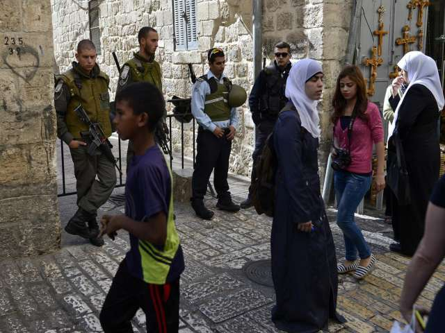 Israeli police detain Palestinian woman as settlers storm at Al-Aqsa -UPDATED