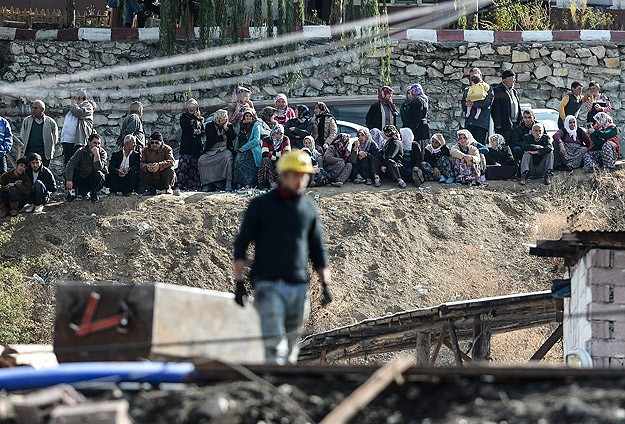Turkish rescuers struggle to reach trapped miners