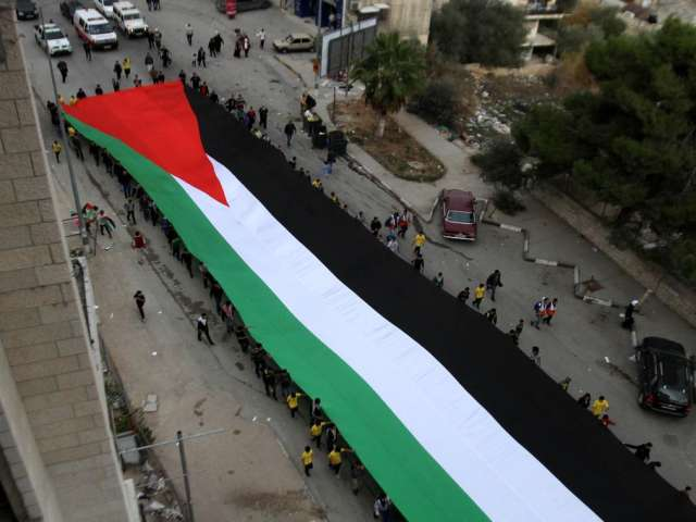Israel to fine those who carry the Palestinian flag