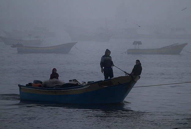 Israeli navy fires on Gaza fishing boats